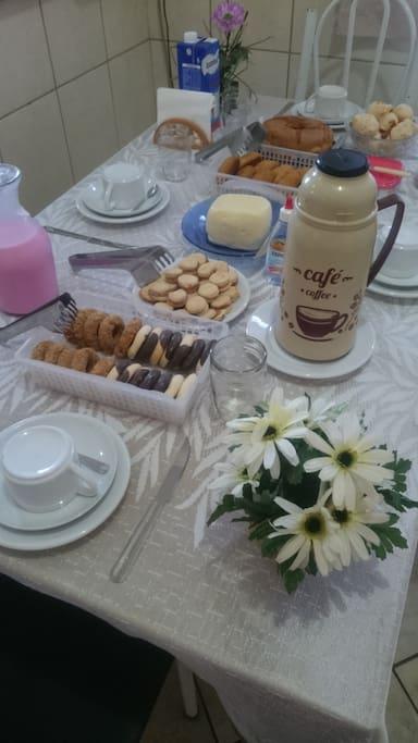 """""""Café da manhã, com produtos de qualidade e da região."""""""