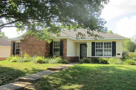 Home for rent close to everything in Fayetteville - Fayetteville - Casa