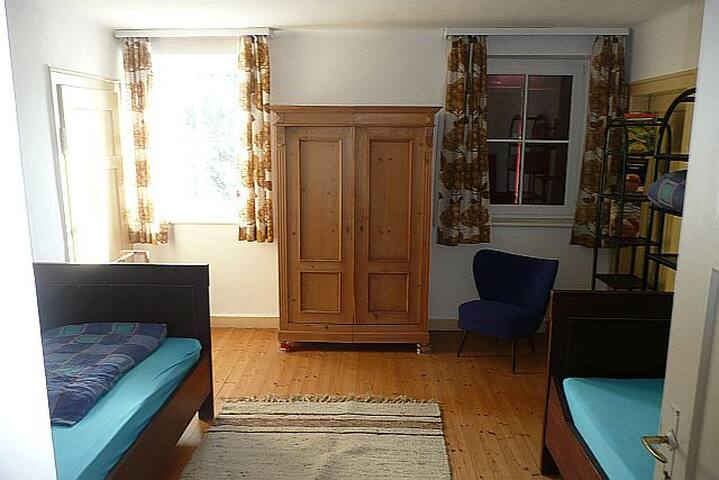 Schlafzimmer E1