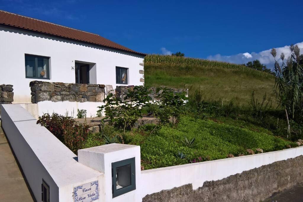 casa boa vida h user zur miete in santo antonio azoren portugal. Black Bedroom Furniture Sets. Home Design Ideas