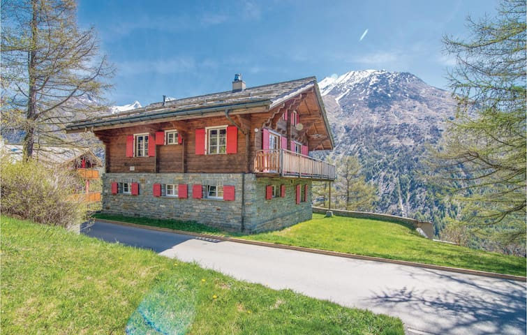 Holiday cottage with 5 bedrooms on 130 m² in Saas-Fee