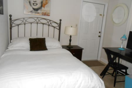 Miami Falls Area Cozy Private Bedroom and Bathroom - 一軒家