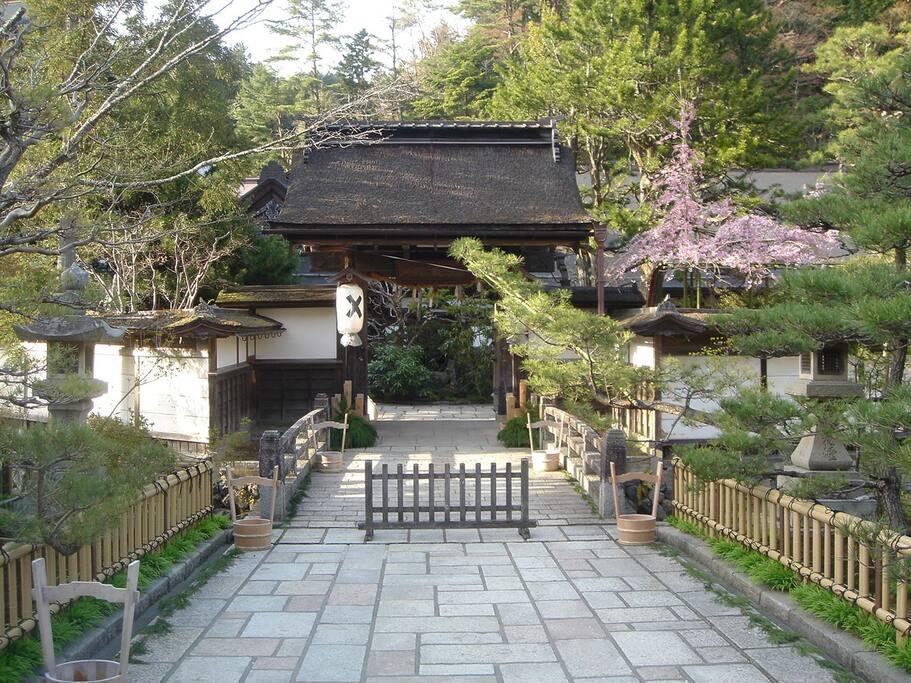 お寺の入口にあたる山門