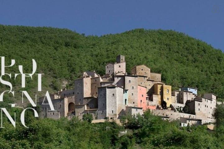 Sublime 2 bed house in medieval village - Italy