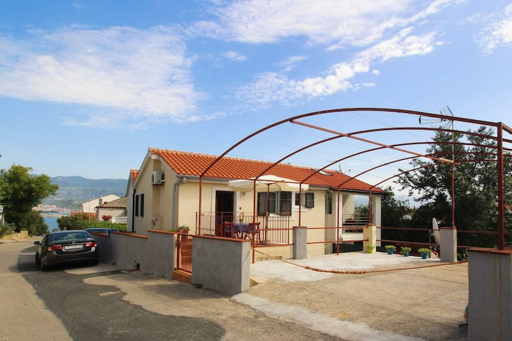 Two-bedroom Apartment 150m from Beach