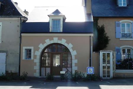 24 heures - Proche du circuit - Saint-Ouen-en-Belin - Dům