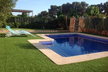 Chalet close to sea and golf course - Puigderrós - Maison
