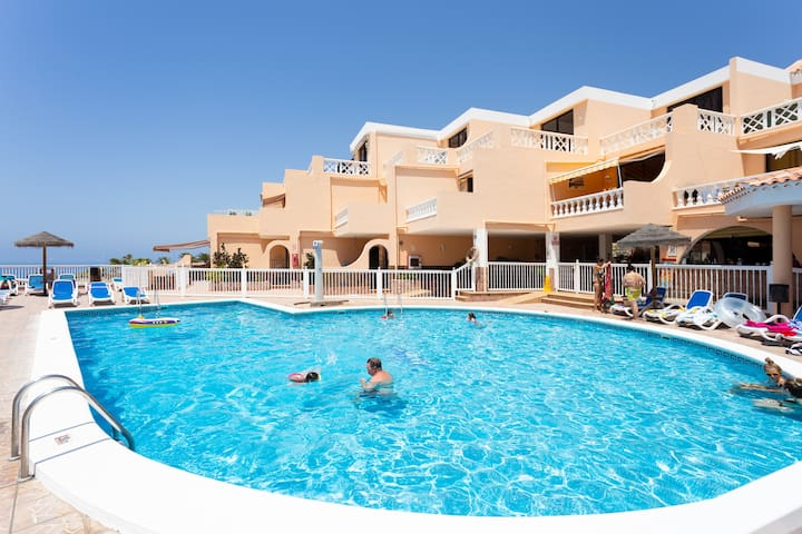 Stylish apartment with sea view, WiFi, heated pool