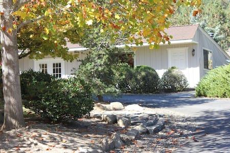 Warm and Peaceful Guest House - Jacksonville - Domek gościnny