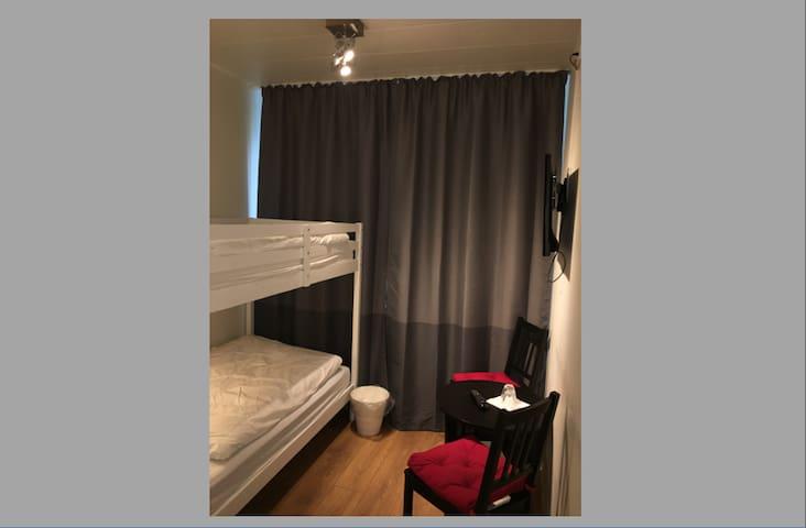 Cozy twin/bunkbead room w. bathroom & satellite tv