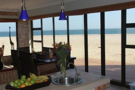 Beach front self catering. - Walvis Bay /Dolphin Beach - Hus