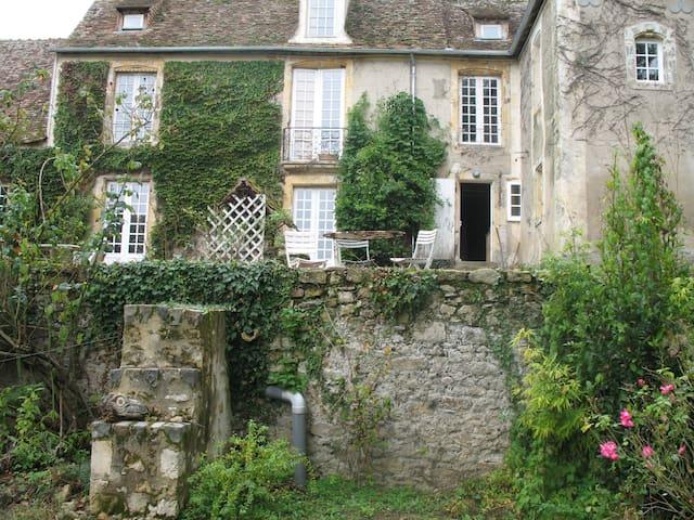 2 Chambres d'hôtes. - Fercé-sur-Sarthe - บ้าน