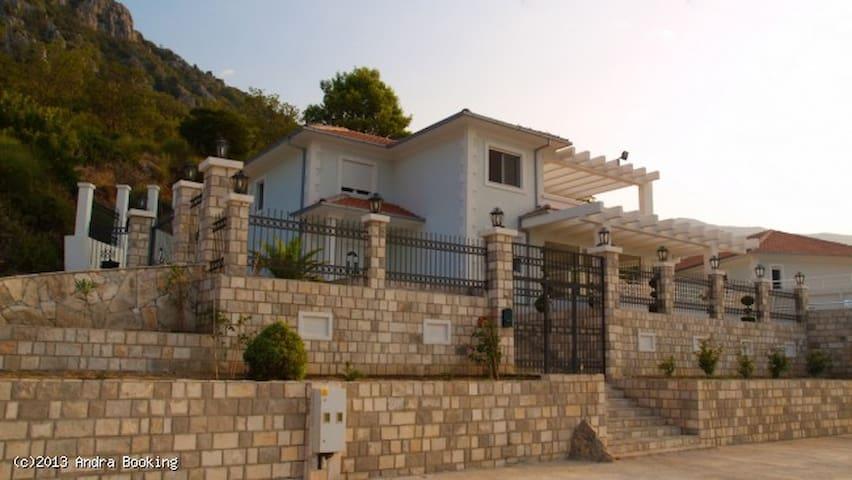 High class PRIVATE Villa  ! - Sutomore - Villa