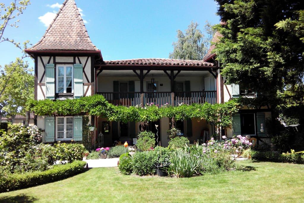 """2 Chambres dans Maison de charme : """"Le Chalet Chez Françoise """""""