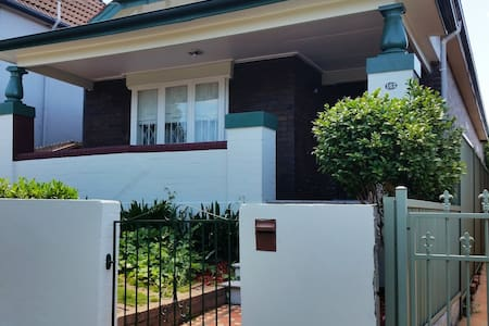 Spacious Inner Sydney home: COMFORTABLE & CENTRAL - Dulwich Hill