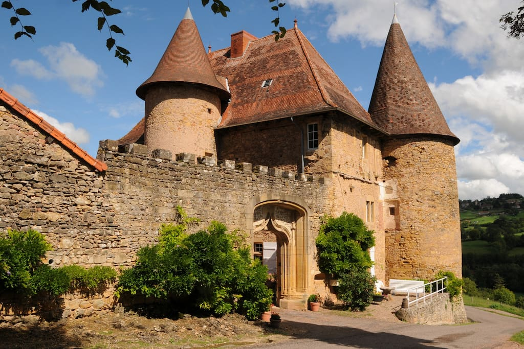 Ch 226 Teau De Barnay South Burgundy Castles For Rent In