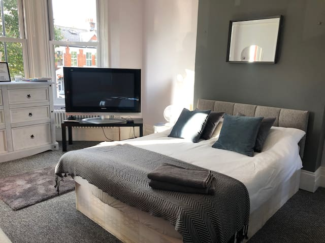 Modern Flat for 4 next to Notting Hill