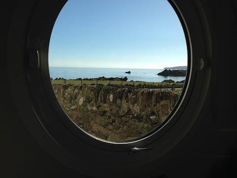 Isle Adilla, luxury wee lodge by the sea on Islay.