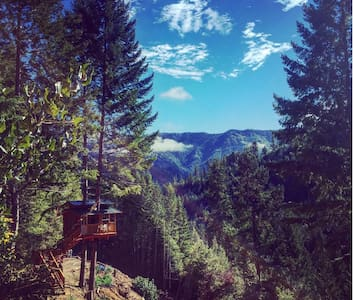 Remote Off-Grid Rustic Treehouse - Gasquet