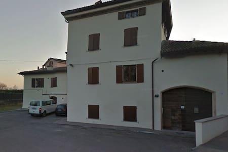 Ampio bilocale con cucina separata - Parma - Casa a schiera