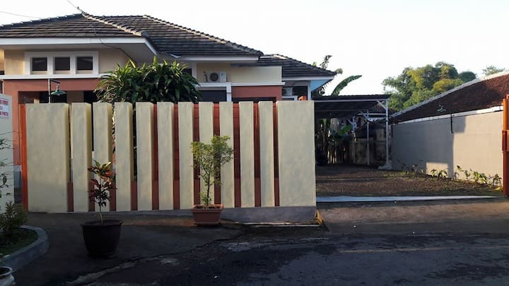 Omah Djember Home Stay (Full House)