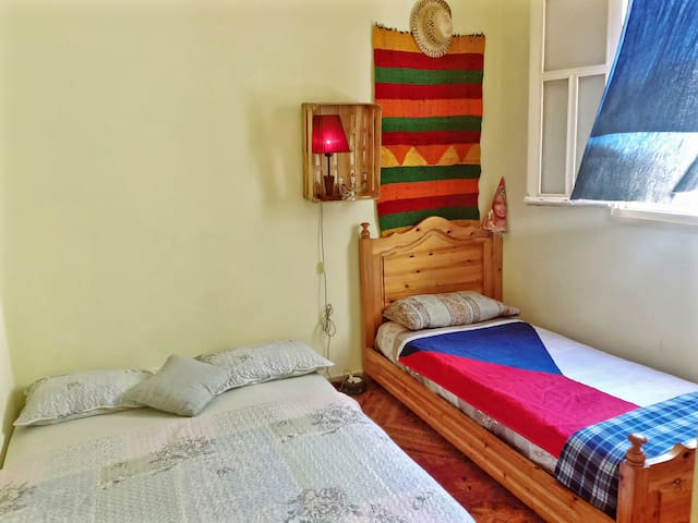 German quiet Private Room - 3 min to the beach