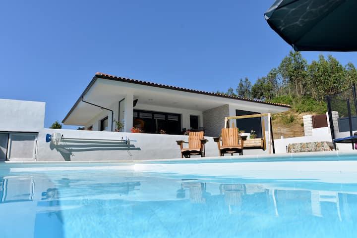 Villa con piscina privada y pista de volley playa