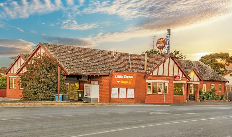 Alexanders Gordon Hotel - Quaint Country Pub R# S1