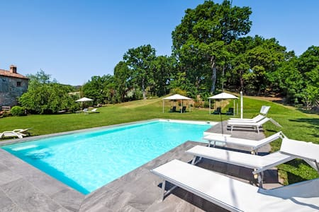 Pleasing Holiday Home in Frontino with Swimming Pool