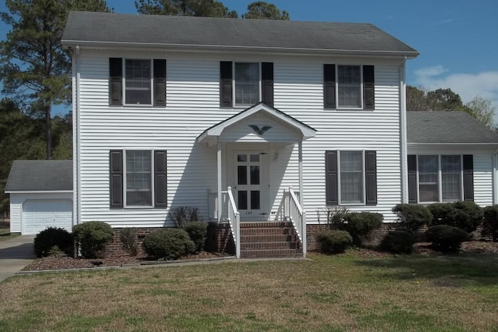 Country Home Near Charming Downtown and OBX