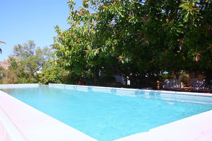 VILLA CON PISCINA Y JARDÍN PRIVADO - S'Algar - บ้าน