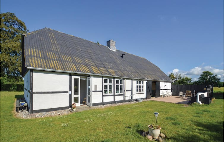 Former farm house with 2 bedrooms on 98m² in Errindlev