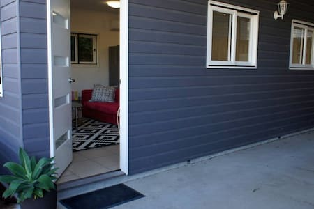 Price reduced - Inner City ap'ment - East Brisbane