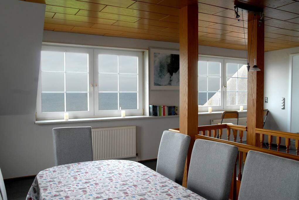Richtung Norden und Westen genießen Sie den unverbaubaren Blick auf die Kieler Bucht und die Ostsee