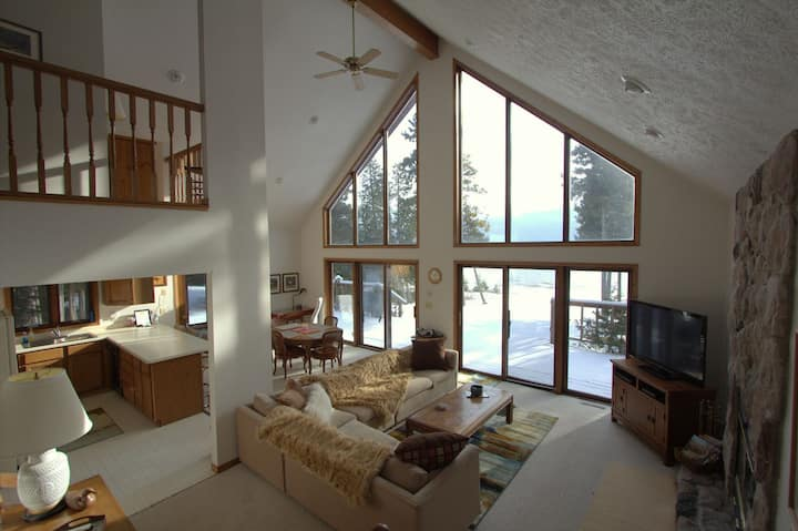 NORTH SHORE RETREAT (Manistique): WIFI- Cozy Lake Michigan getaway!