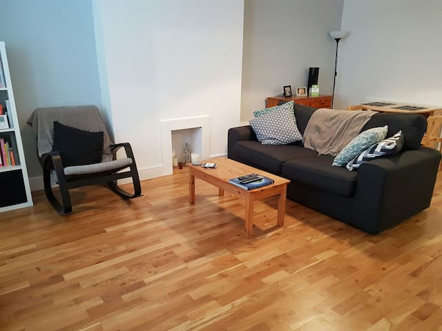 Cosy Two Bed Flat Close To Forest Hill Station - London