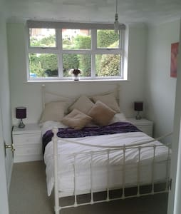 Self contained accommodation - ipswich