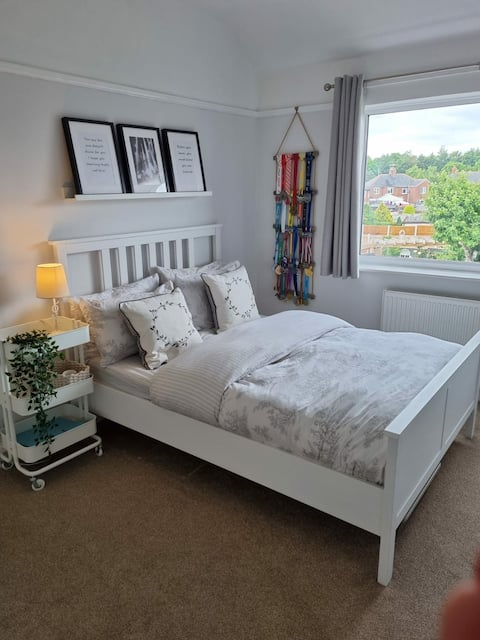 Cosy and relaxed double room on the Welsh borders.