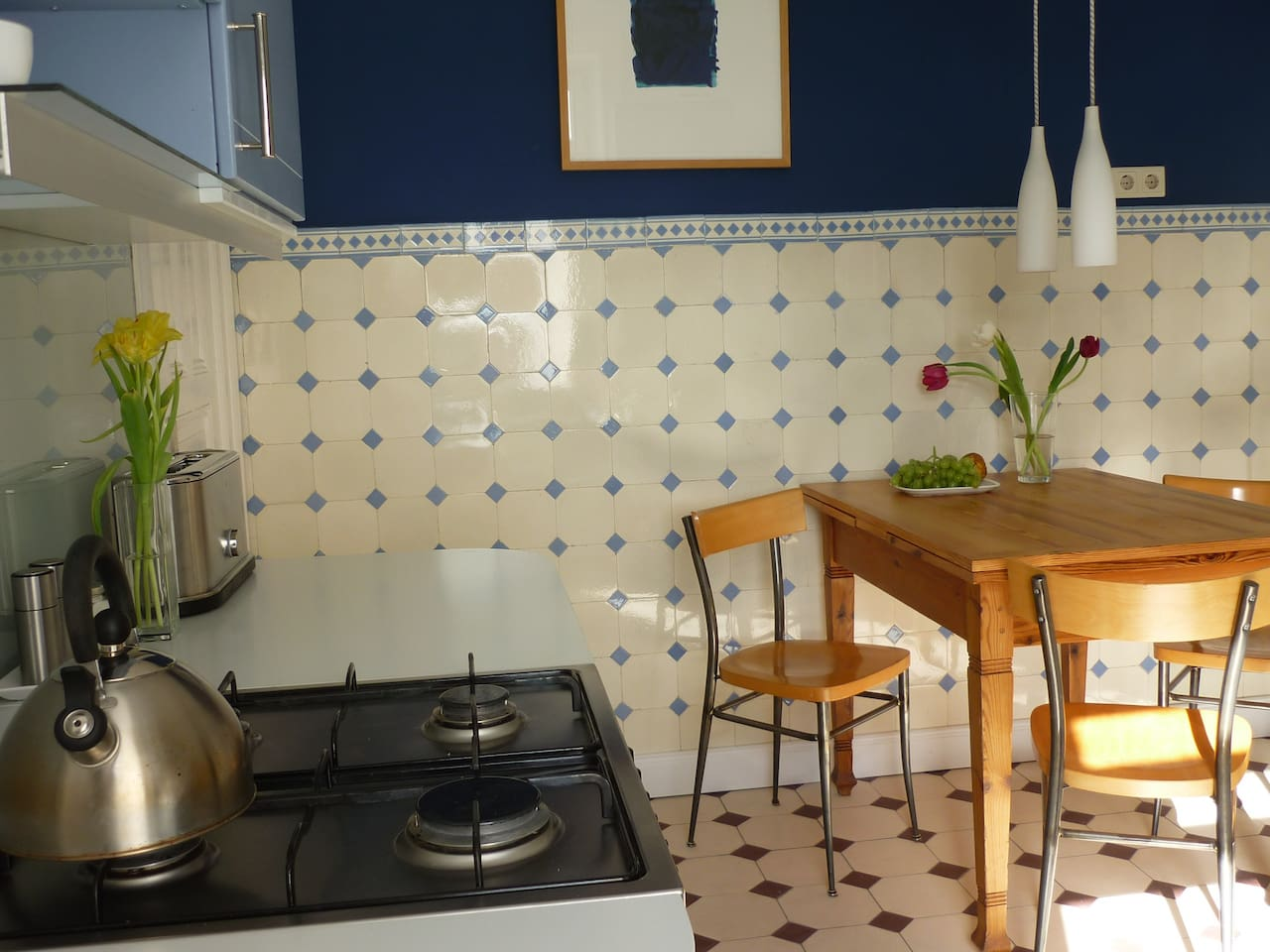 Küche/kitchen with dining table for cosy evening meals