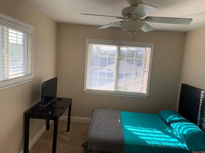 Cozy private room (3)