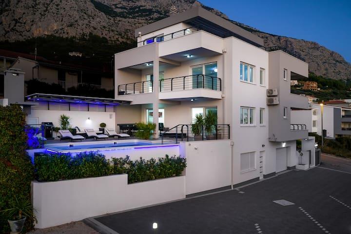 *****Villa Palladium in Center,Heated pool&Jacuzzi
