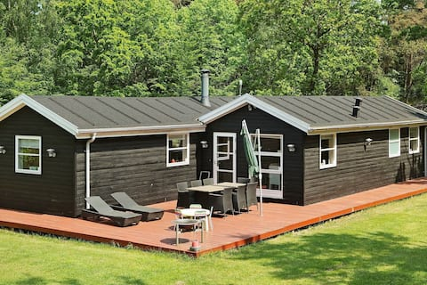 Attractive Holiday Home near Hadsund with Whirlpool