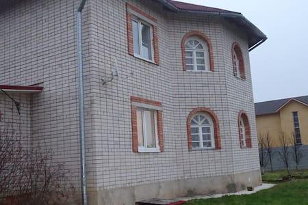 Уютный дом рядом с городом - Sosnovka - House