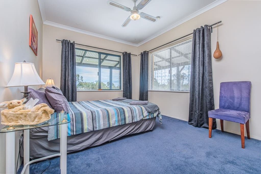 Kangaroo Room with Queen Bed