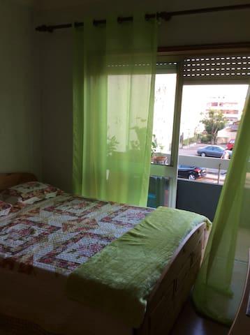 Quarto em casa de família - Maia - Apartment