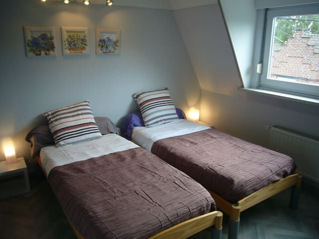 chambre 2eme etage avec lits jumeaux