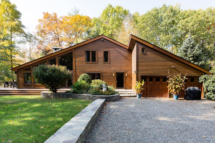 Exquisite 4-BR on Sawkill Creek, steps to Bard
