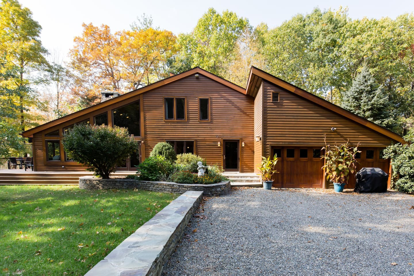 Welcome to 10 West Bard, Red Hook, NY, a 5-minute walk from Bard College, at the edge of the bubbling Sawkill Creek.