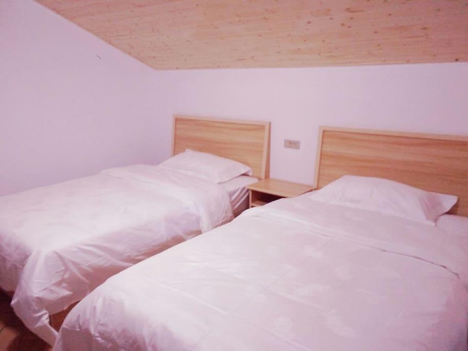 干净整洁白色床单被罩