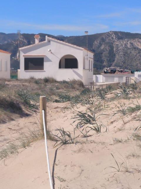 Chalet a pie de Playa muy tranquila, casi privada